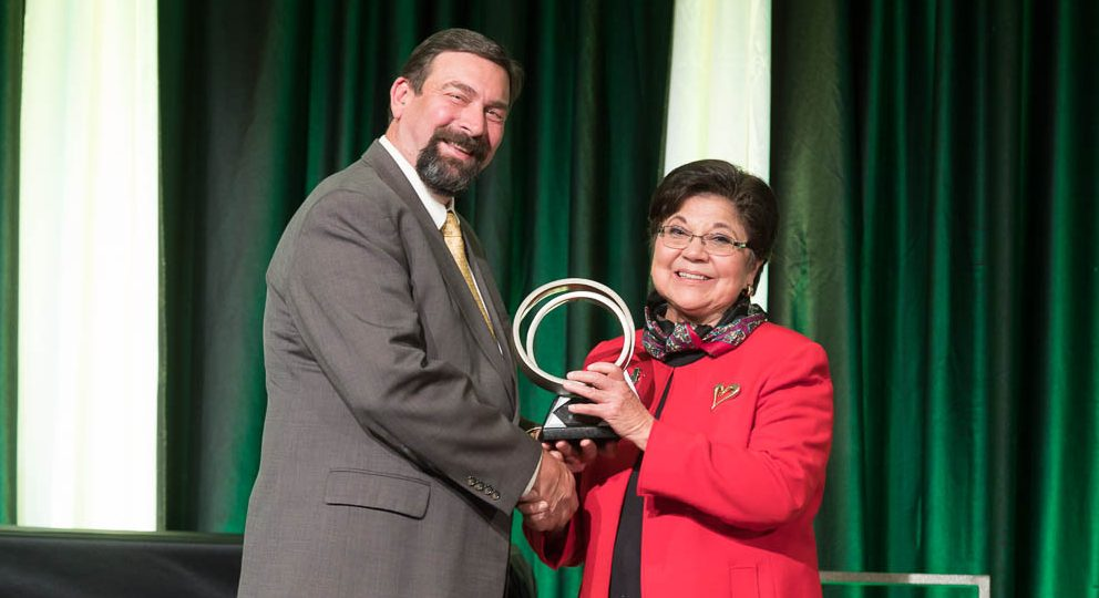 CSU President Tony Frank shaking the hand of Polly Baca at the Distinguished Alumni Awards