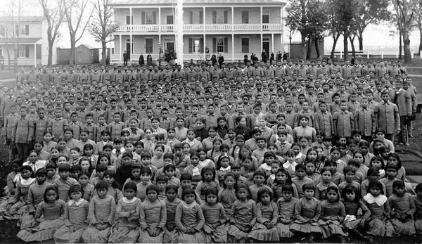 Native American children in front of the Carlisle Indian Industrial School in 1900.