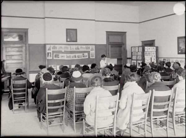 Domestic Economy course 1894 (only women in class)